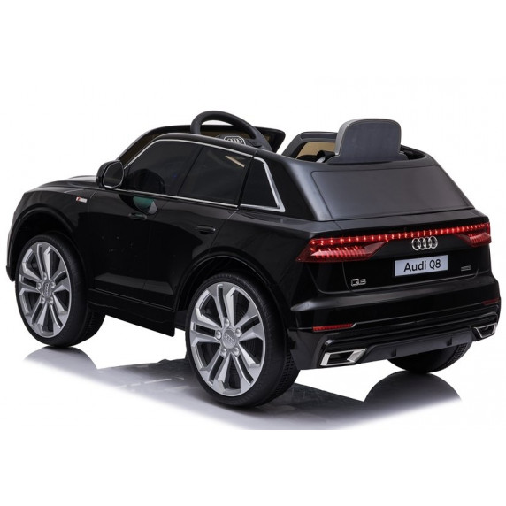 Elektromos kisautó lakkozott AUDI Q8 - fekete